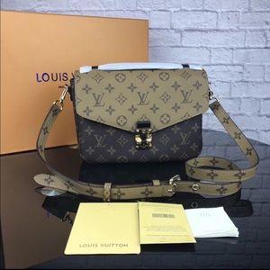Louis Vuitton pochette Métis reversible bag
